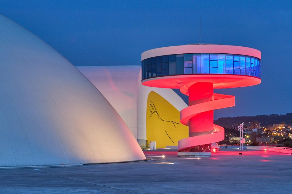 El Centro Niemeyer atrae a casi medio millar  de usuarios con las actividades gratuitas  del décimo aniversario