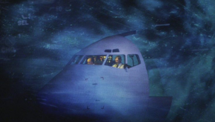 """El espectáculo teatral multimedia """"Volar es humano, aterrizar es divino"""" sube la cabina de un avión al escenario del Auditorio"""