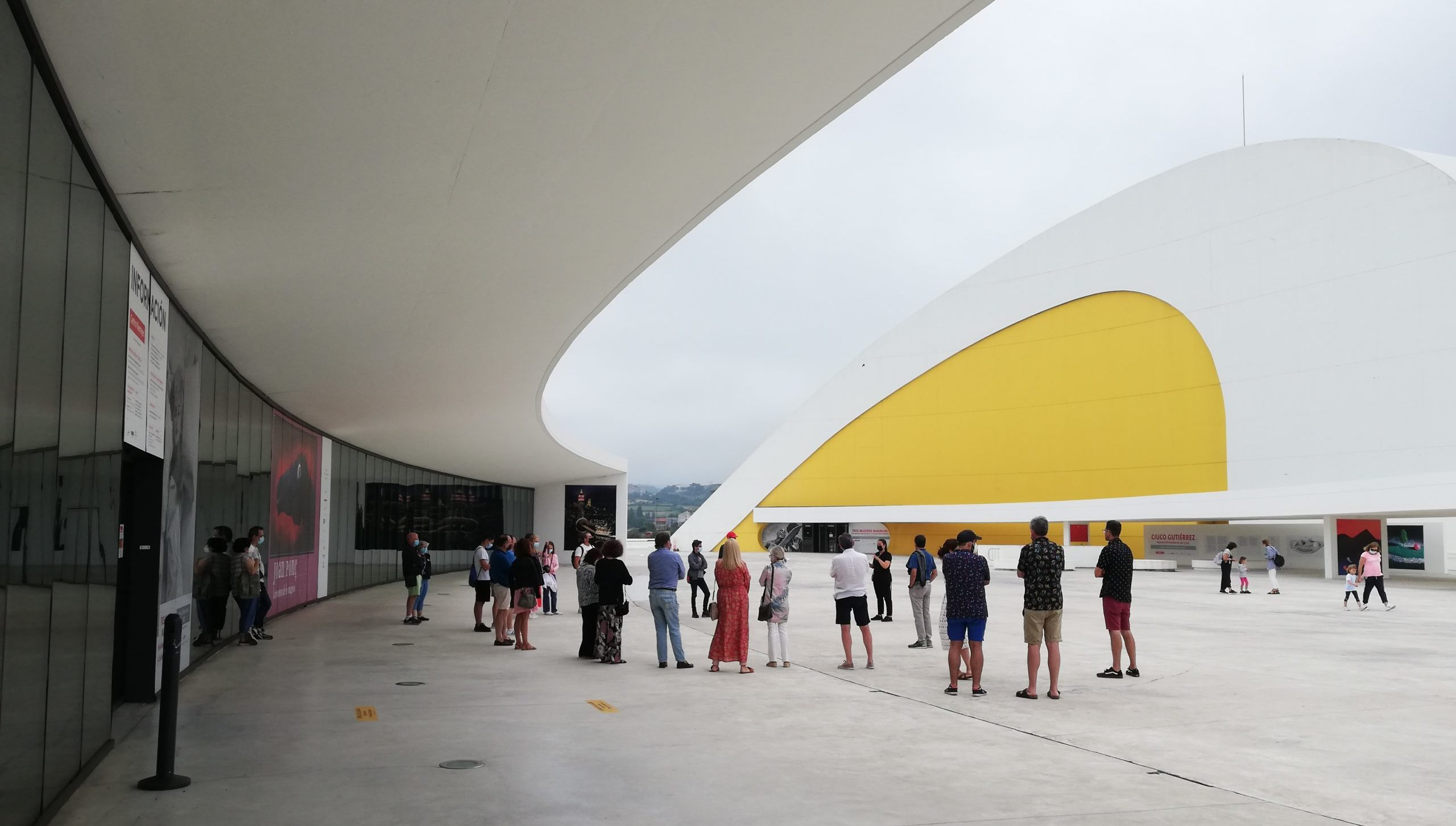 Casi 60.000 personas pasaron durante este verano por las exposiciones y visitas guiadas del Centro Niemeyer
